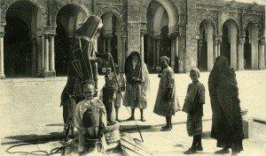 1280px-Wells_-_Mosque_of_Kairouan_-_Postcard_1900