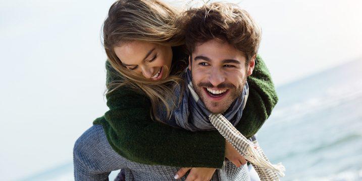 couple-piggyback-beach