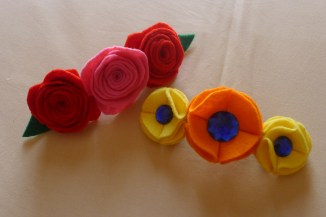 Hair clips decorated with felt flowers