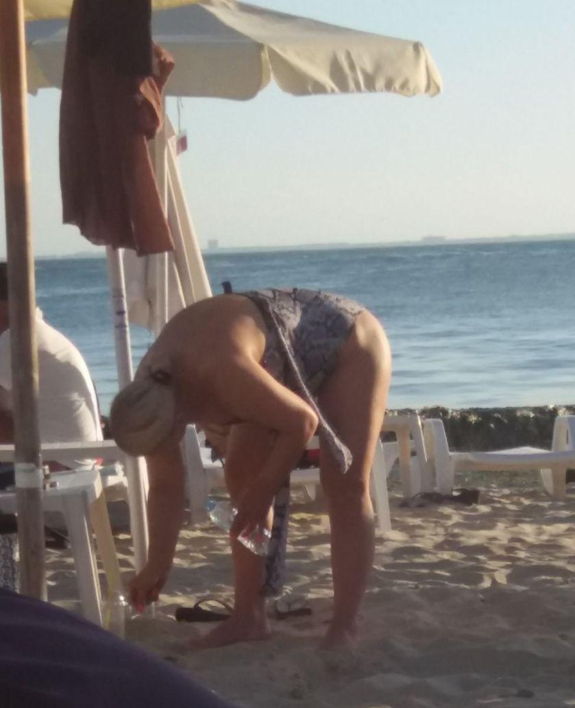 Десислава на плажа