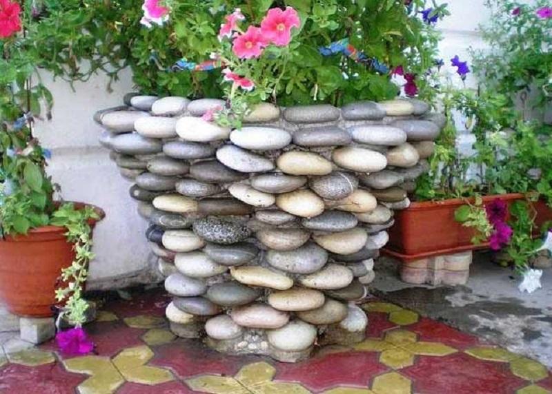 кашпа от камъчета