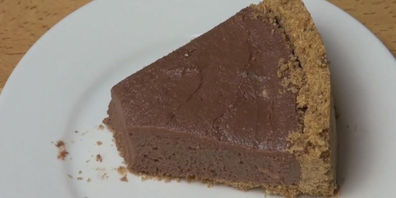 бисквитена торта с течен шоколад