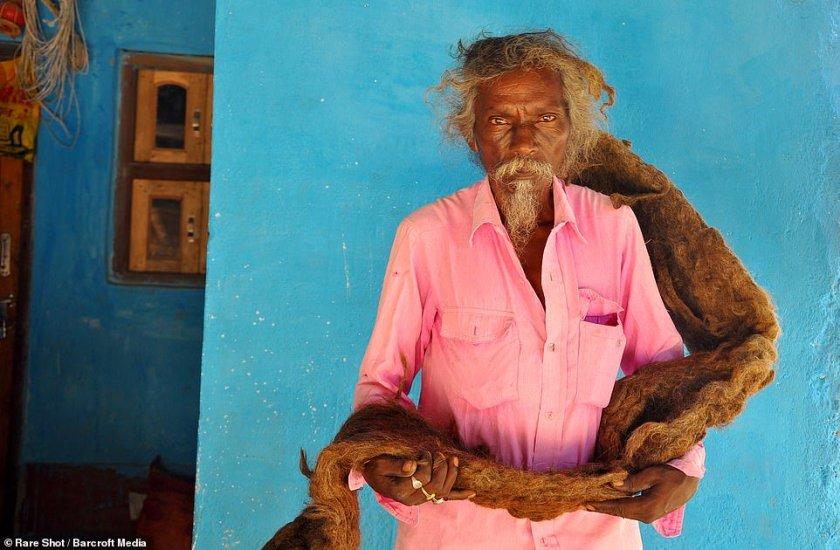 мъж с дълга коса