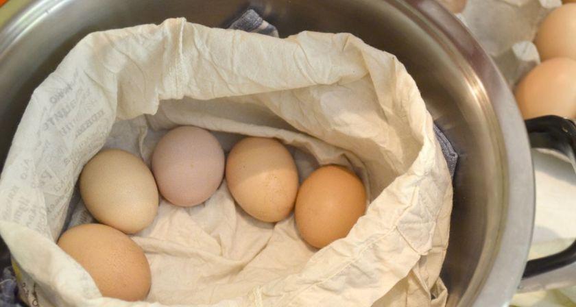 варене на яйца с кърпа