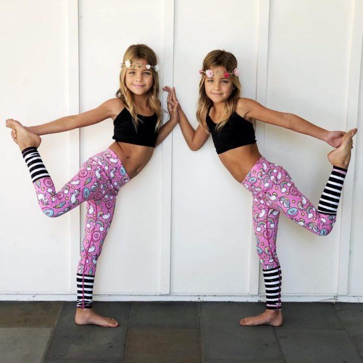 момичета близначки