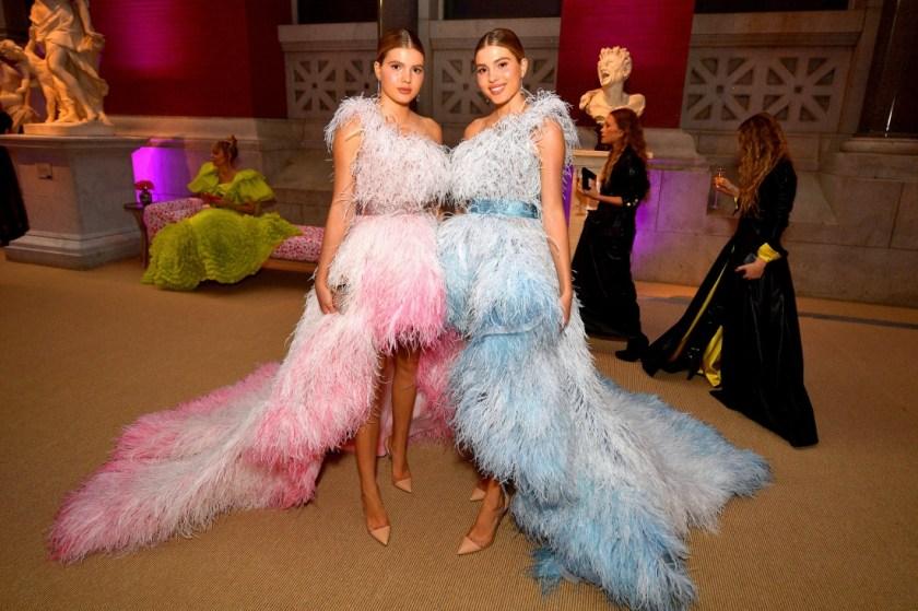сестрите на Енрике Иглесиас в рокли