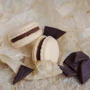 Makrónka čokoláda. Ružová cukráreň Nitra