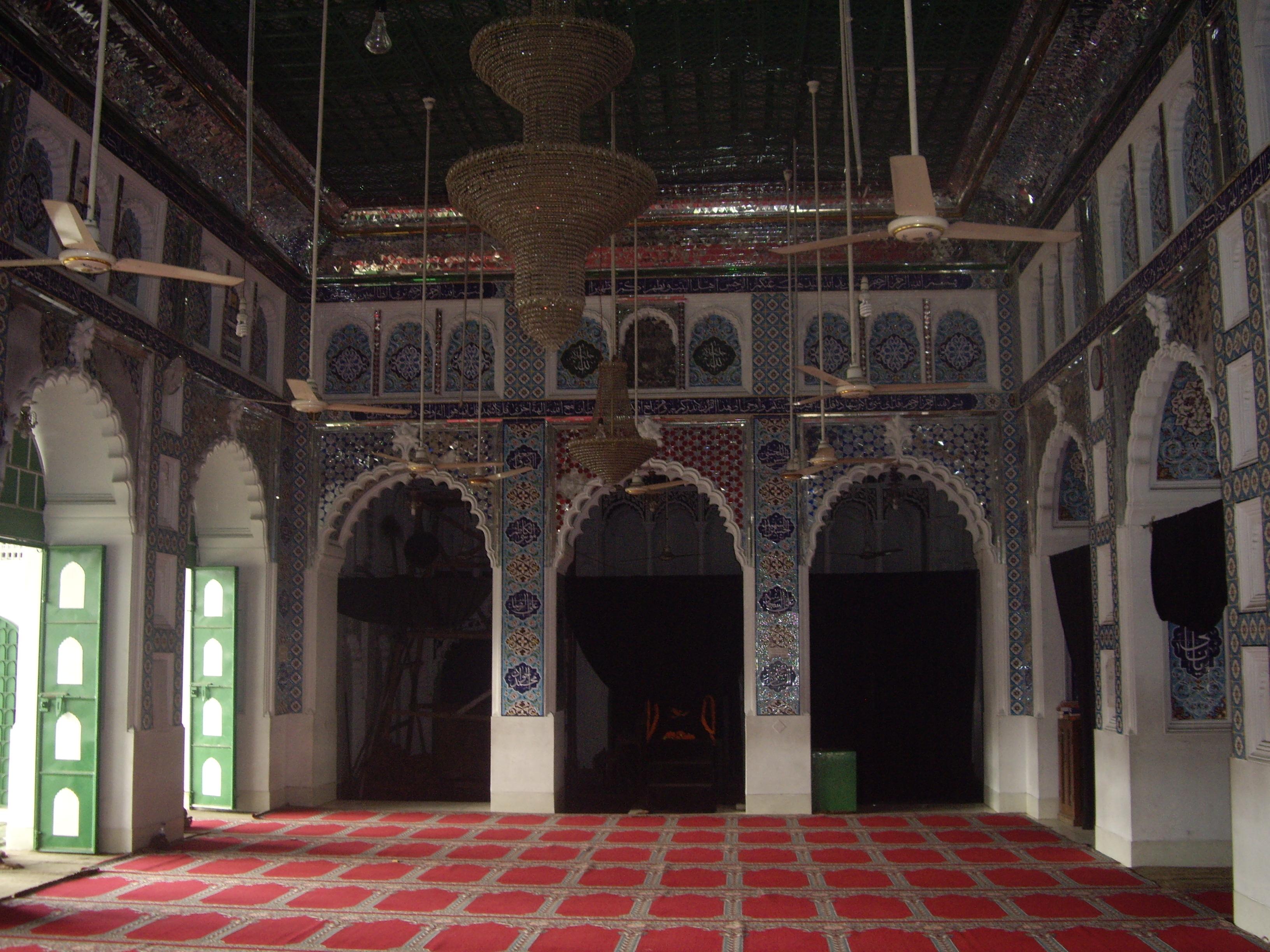 Ισλαμική τέχνη: αραβουργήματα, καλλιγραφία, τάπητες, ψηφιδωτά...