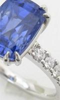 デザイン枠から選びリフォームした、セミオーダーのエメラルドの指輪