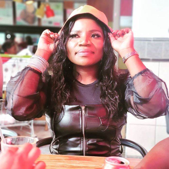 Picture of Makhadzi grabbing a Man's Pen!s goes viral