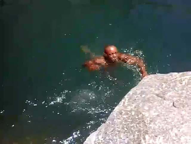 Child-helplessly-records-father-drowning