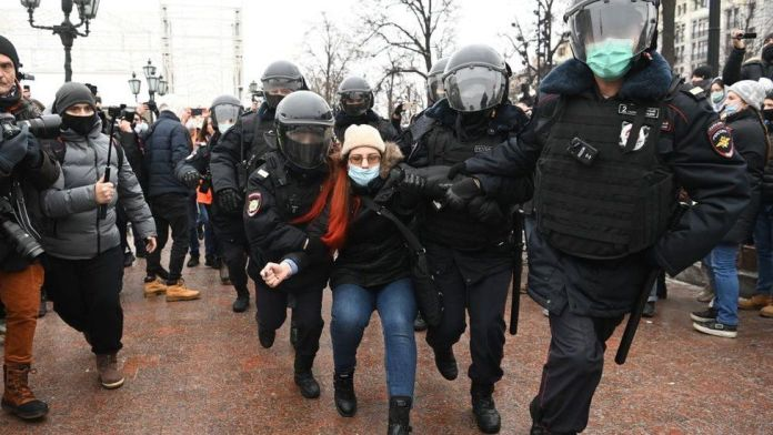Hundreds of Russians detained for protests against arrest opposition leader Alexei Navalny