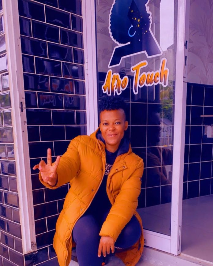 Zodwa Wabantu pays R500 to an anonymous girl for braiding her hair