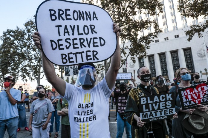 Hundreds of Americans take to the street to protest Breonna Taylor's shooting