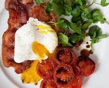 Fried bacon with poached egg