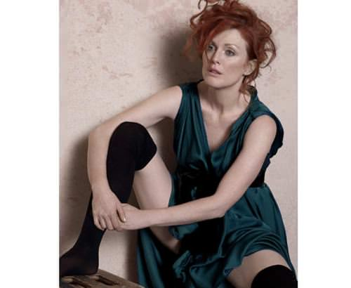 Julianne-Moore-Harpers-Bazaar-May-2008-Peter-Lindbergh-Seated-Woman-With-Bent-Knee