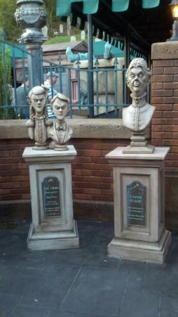 Haunted Mansion Queue