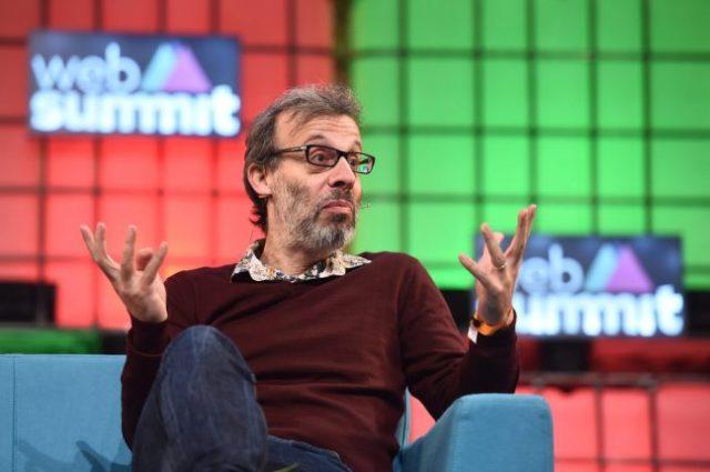 David Schneider, o ator que apresentou o documentário da BBC, é também comediante, e filho de sobreviventes do Holocausto