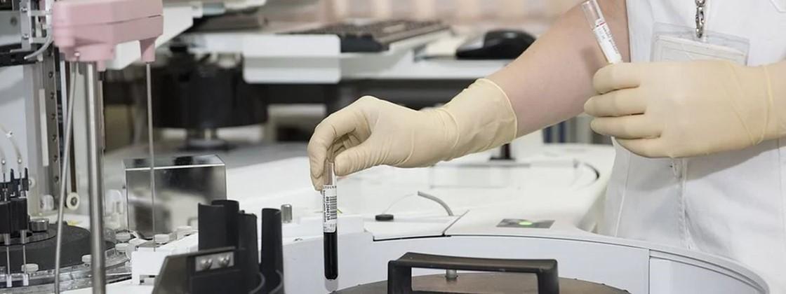 Supercomputador da IBM descobre drogas que podem frear a covid-19