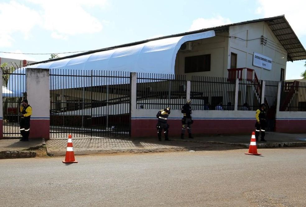 Bandidos invadem hospital de campanha e levam pertences de funcionários