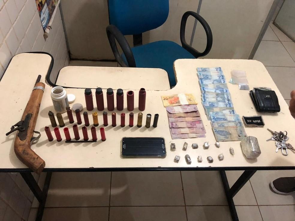 Operação apreende um quilo de droga e recupera dois veículos roubados