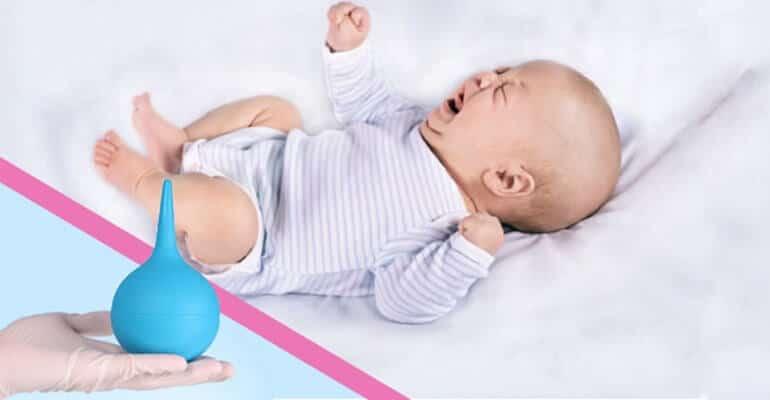 Как поставить клизму новорожденному