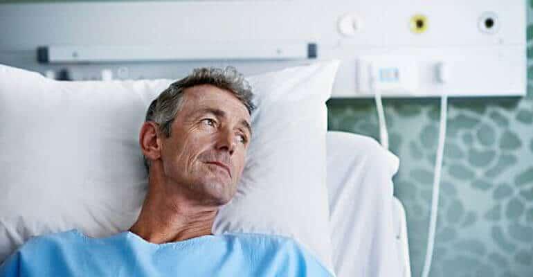 Что дать лежачему больному при запоре?