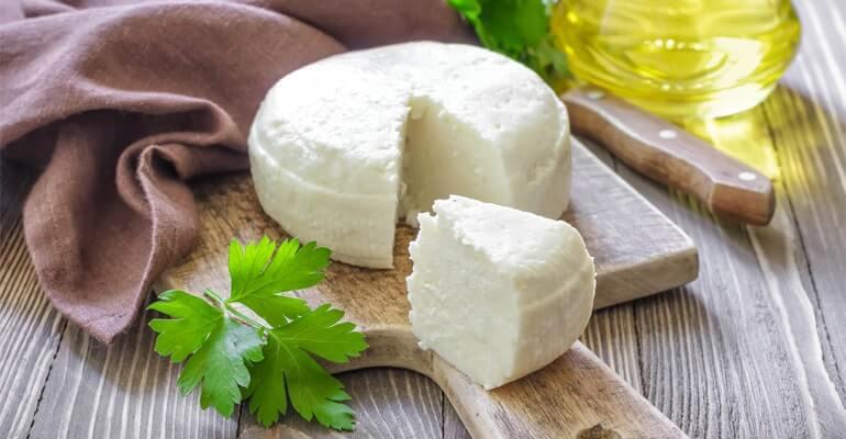 сыр вызывает запоры