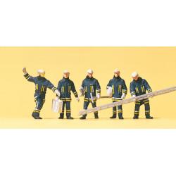 Bomberos con utiles y escalera, 5 figuras, Escala H0. Marca Preiser, Ref: 10484.