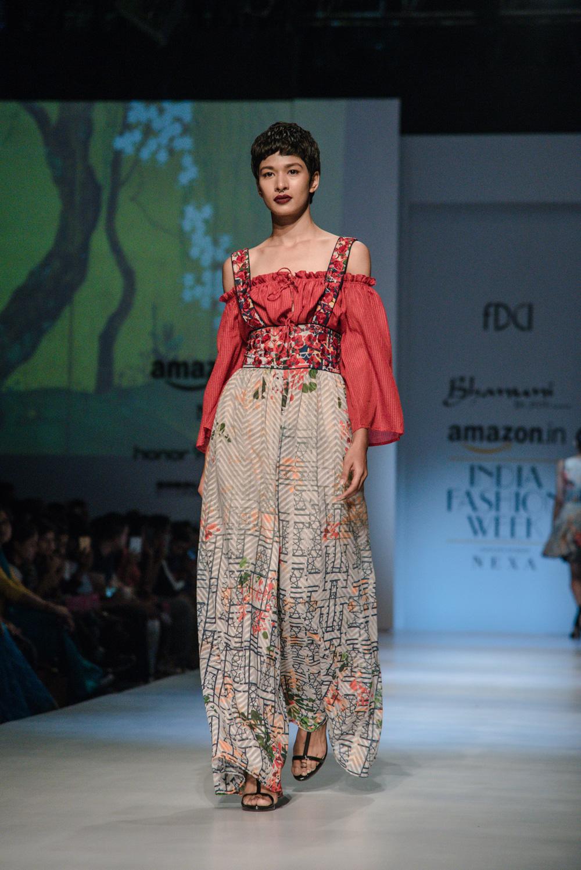 Bhanuni by Jyoti FDCI Amazon India Fashion Week Spring Summer 2018 Look 4