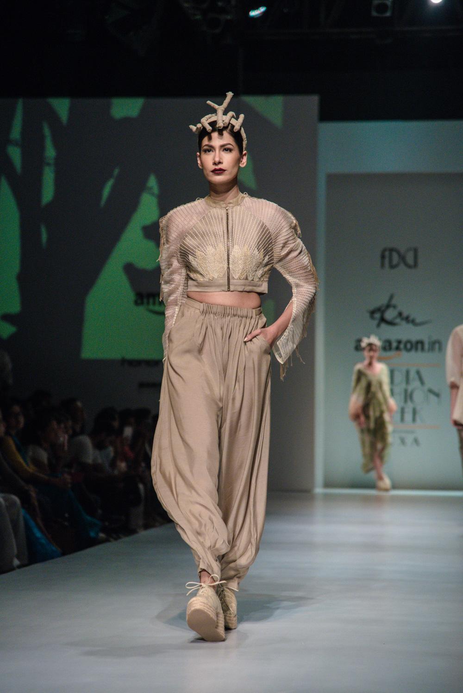 Ekru by Ektaa FDCI Amazon India Fashion Week Spring Summer 2018 Look 10
