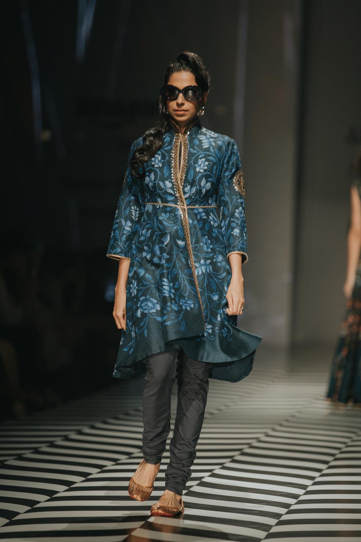 JJ Valaya FDCI Amazon India Fashion Week Spring Summer 2018 Look 5
