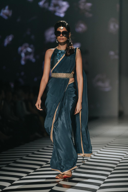 JJ Valaya FDCI Amazon India Fashion Week Spring Summer 2018 Look 8