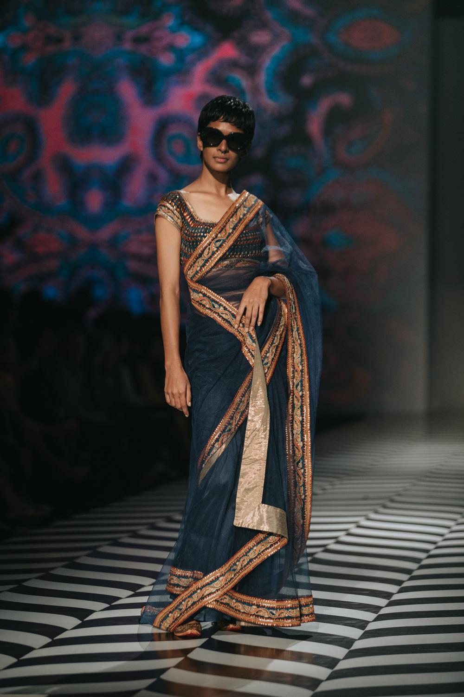 JJ Valaya FDCI Amazon India Fashion Week Spring Summer 2018 Look 17