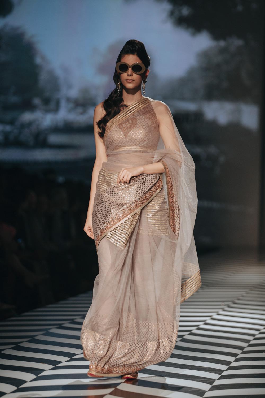 JJ Valaya FDCI Amazon India Fashion Week Spring Summer 2018 Look 28