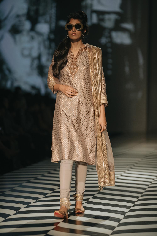 JJ Valaya FDCI Amazon India Fashion Week Spring Summer 2018 Look 29