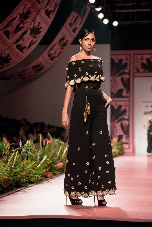 Shivan and Narresh FDCI Amazon India Fashion Week Spring Summer 2018 Look 16