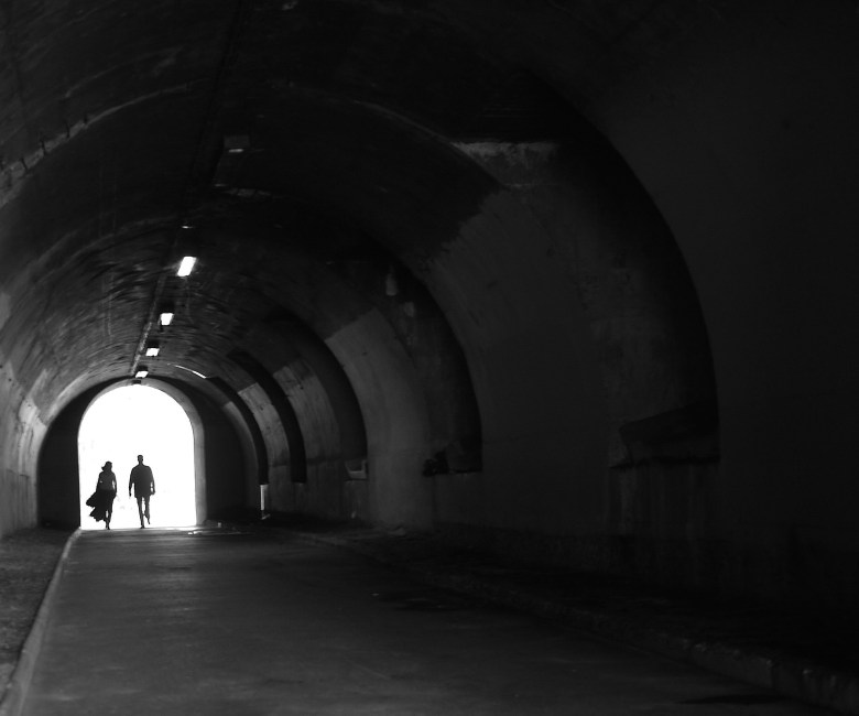 tunnel-332474_1920