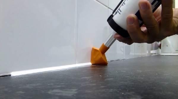 Герметик-для-ванны-Описание-особенности-виды-и-применение-герметика-для-ванны-2