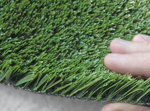 Рулонный-газон-Особенности-виды-укладка-и-цена-рулонного-газона-5