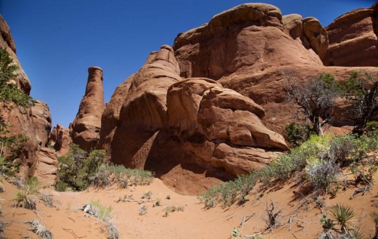Broken-arch-trail-2