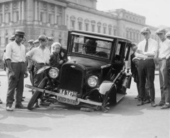 Policjant może zatrzymać prawo jazdy za spowodowanie kolizji