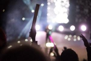 コンサートとペンライト