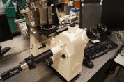 • Bioscope Atomic Force Microscope (Bruker/Digital Instruments) on an inverted Zeiss Axiovert microscope equipped with ratiometric fluorescence imaging. This instrument allows simultaneous optical/fluoresecence and AFM imaging.