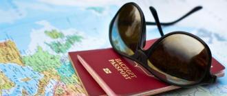 Загран паспорт на фоне карты мира