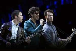 Nick And Joe Jonas take to Twitter to address their fans 2