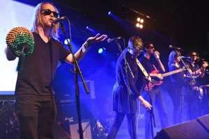 Macaulay Culkins' 'Pizza Underground' Attacked And Booed Off Stage