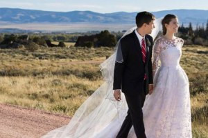Ricky Van Veen & Allison Williams' Wedding Had Tom Hanks Officiate And Katy Perry To Sing 1