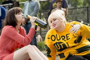HOW TO BE SINGLE Trailer – Starring Dakota Johnson and Rebel Wilson 2