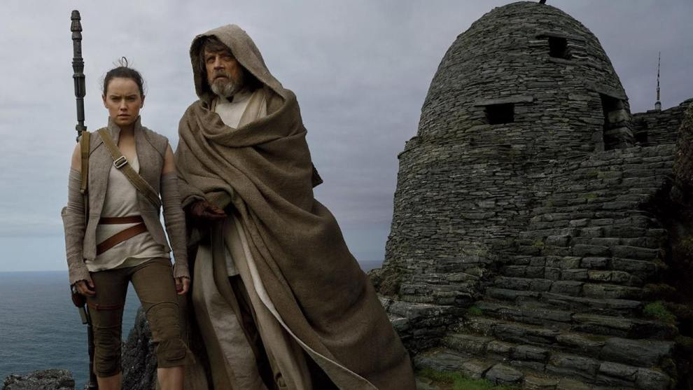 Mark Hamill and Daisy Ridley in Star Wars: The Last Jedi (2017)